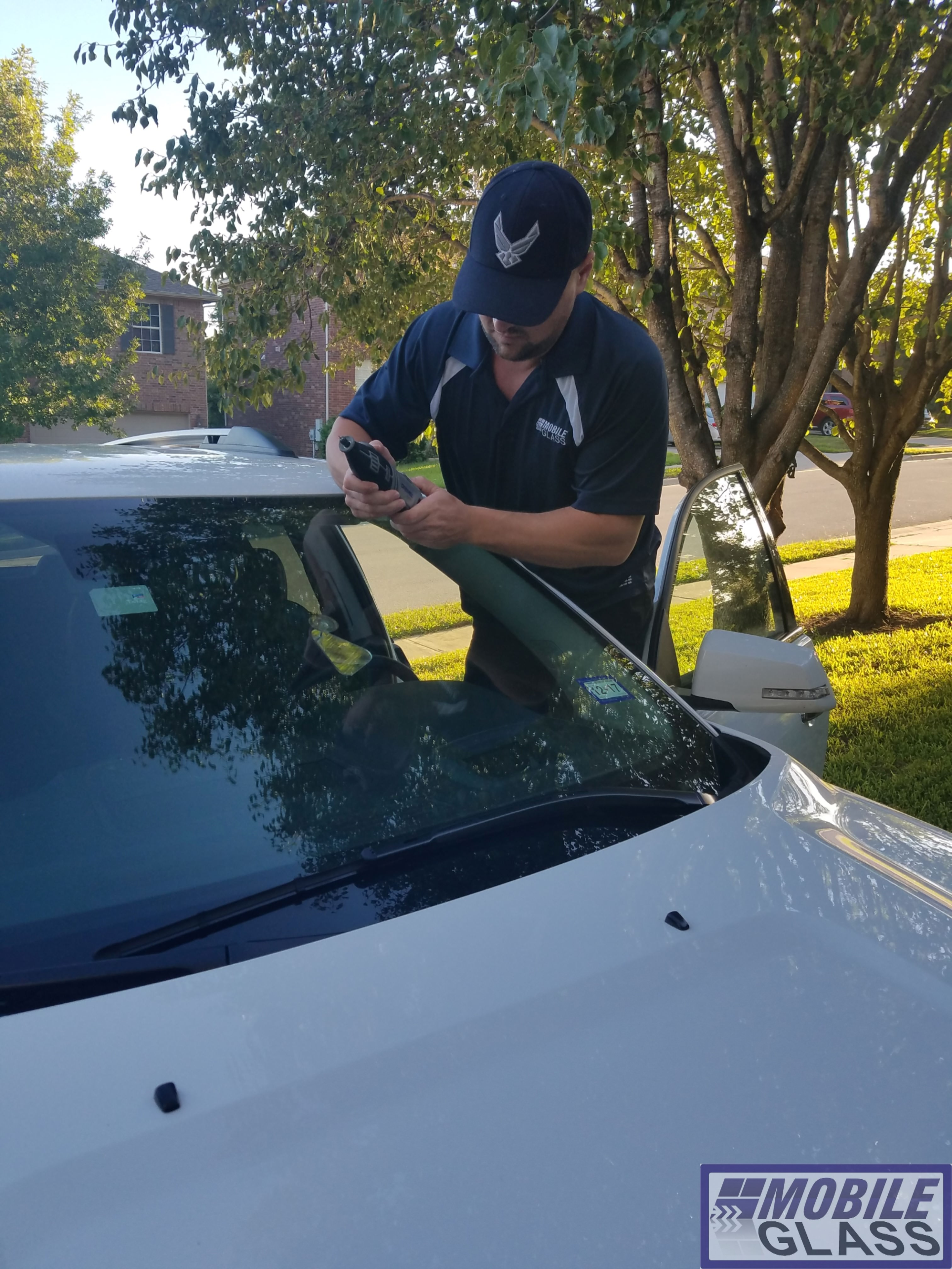 mobile windshield replacement in round rock by austin mobile glass. Black Bedroom Furniture Sets. Home Design Ideas